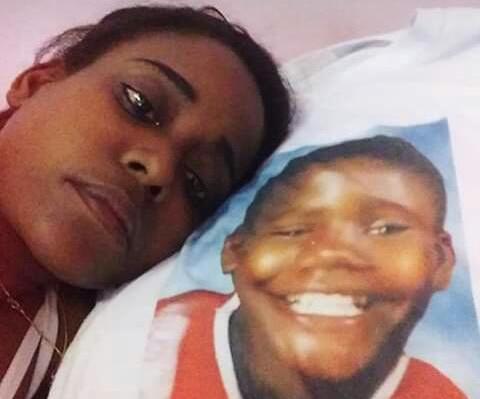 201811JANAINA SOARES MAES DE MANGUINHOS arquivo pessoal - Mãe que perdeu filho baleado por PM morre após sofrer com depressão por 3 anos e sem ver fim da investigação