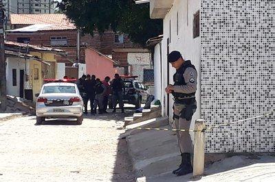 ASSASSINATO IPES - Jovem de Guarabira é executado por homens encapuzados enquanto visitava amigos no bairro dos Ipês