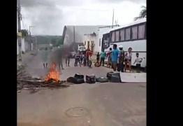 Professores de Bayeux paralisam aulas e pais fecham avenida em protesto contra prefeitura: VEJA VÍDEO