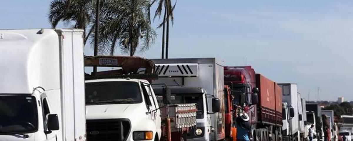 Caminhoneiros 1200x480 - 'Governo molha lenha seca na gasolina e joga na fogueira', diz representante dos caminhoneiros