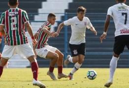 Danilo desconversa sobre redução salarial para seguir no Corinthians