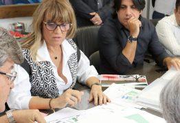 João Azevêdo visita Centro Administrativo e discute projeto de reforma com auxiliares do Governo