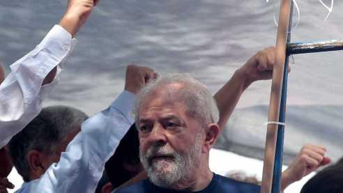 Lula 300x169 - Aparência de Lula comove juízes, que discutem prisão domiciliar