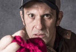 Ator usa calcinha há três meses para interpretar personagem em novela