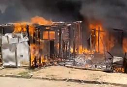 Incêndio atinge 10 casas em comunidade do Bairro dos Novais neste sábado – VEJA VÍDEO