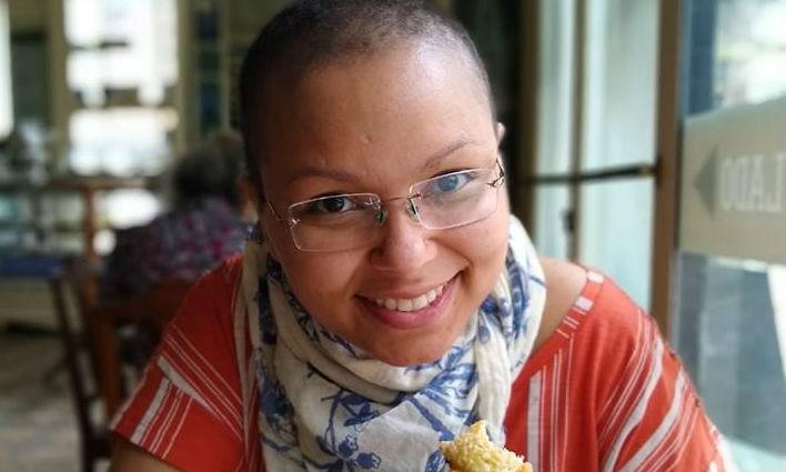 TR - Em tratamento contra o câncer, mulher é confundida com  transsexual e agredida na rua
