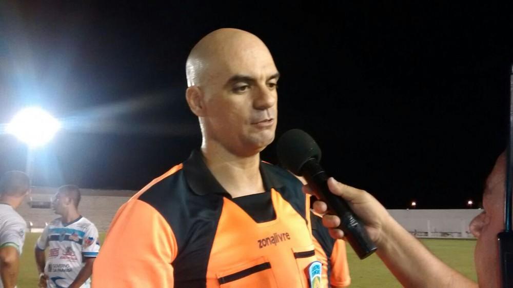 Há 8 meses sem atuar, árbitros Renan Roberto e Pablo Alves deixam de constar no site da CBF