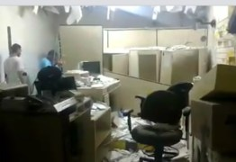 VEJA VÍDEO: quadrilha explode agência dos Correios da cidade de Coremas