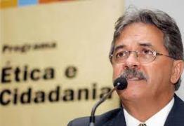 Ex-ministro de Direitos Humanos lança livro em João Pessoa