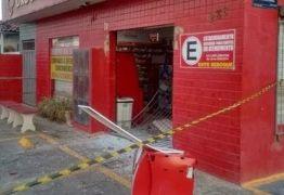 Bandidos arrombam farmácia e guincham caixa eletrônico em João Pessoa