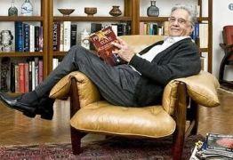 Em resposta a FHC, Bolsonaro publica foto do ex-presidente deitado no sofá