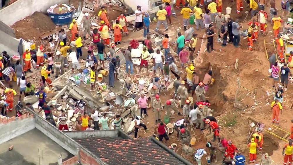 frame 00 06 12.537 - TRAGÉDIA: Deslizamento em morro provoca nove mortes; VEJA IMAGENS