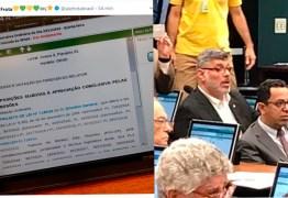 Alexandre Frota usa bóton de parlamentar e tenta participar de Comissão do Escola sem Partido