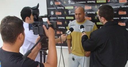 gilbaiano 1 300x158 - Dirigente do Treze admite interesse em Marcelinho Paraíba e acerto com 22 jogadores