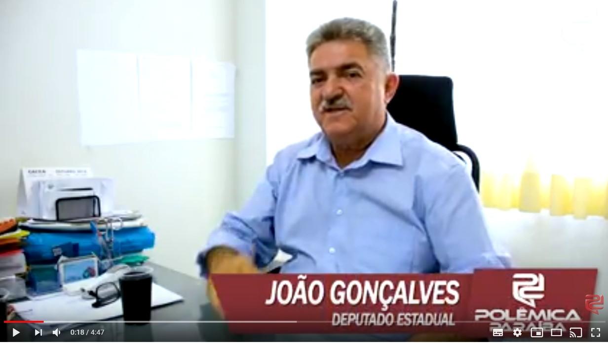 joão - JOÃO 'DO CAIXÃO': Deputado paraibano nasceu no dia de finados e não perde um velório