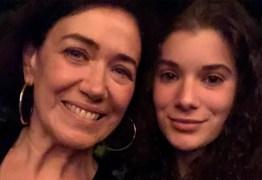 Lilia Cabral celebra estreia da filha nas telinhas: 'Emoção'