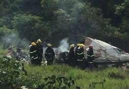 Avião explode durante pouso e mata quatro pessoas