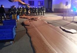 Vazamento em fábrica deixa rua coberta de chocolate