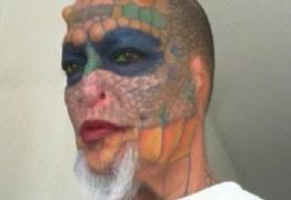 Mulher retira as orelhas e o nariz para ficar parecida com dragão