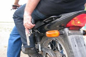 8b7fd222b7f943148367255f5c4cd813 motoqueirosarma - Bandidos invadem e fazem 'arrastão' em supermercado em João Pessoa