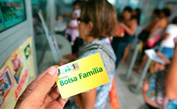BOLSA FAMÍLIA 681x421 600x371 - Pagamento do Abono Natalino do Bolsa Família tem calendário definido; confira