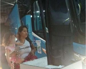 Capturar 28 300x241 - Cantora gospel Stefhany 'absoluta' é flagrada em parada de ônibus após escândalo
