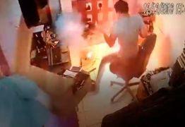 VEJA VIDEO: celular explode na mão de técnico em telefonia