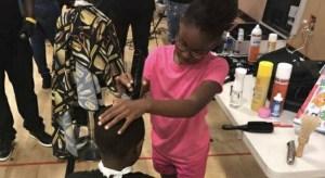Neijae 2s 300x164 - Cabeleireira de 8 anos ajuda a comunidade cortando cabelo de graça