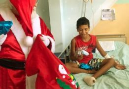 Pacientes do Ortotrauma recebem a visita e presentes do Papai Noel