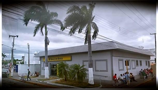 banco do brasil milagres ceará - Pelo menos 12 pessoas foram mortas durante torca de tiros entre bandidos e a PM durante tentativa de roubo a agência bancária