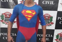 Procurado por tráfico de drogas é preso fantasiado de Superman