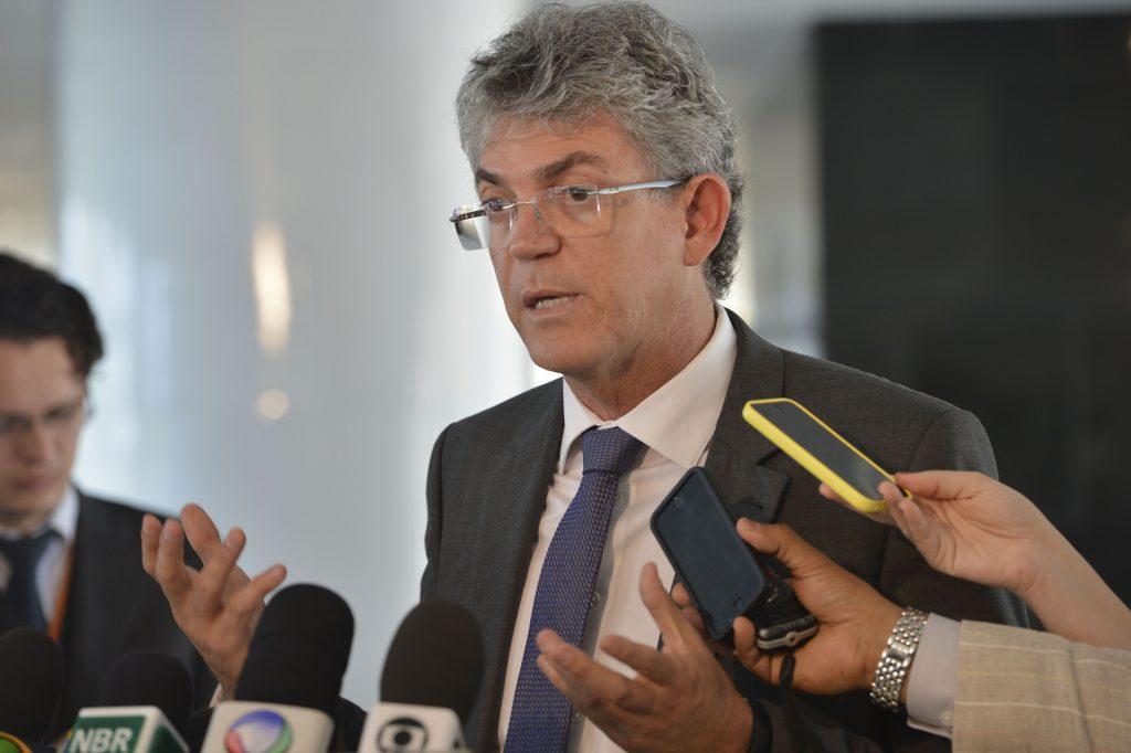 Ricardo assina Gol de Placa com dirigentes de clubes de futebol