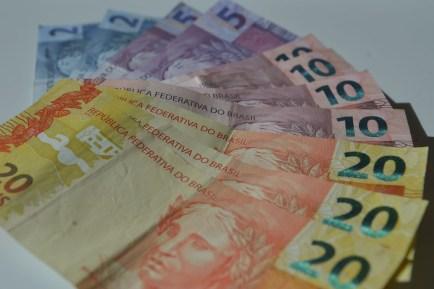 notas real 20 10 05 2 2 de 1 300x200 - Incerteza da economia sobe 1,3 ponto em dezembro