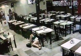 Cinco pessoas são baleadas em restaurante assista o desespero de clientes: VEJA VÍDEO