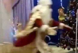 VEJA VÍDEO: Papai Noel sofre infarto e morre na frente de crianças em escola