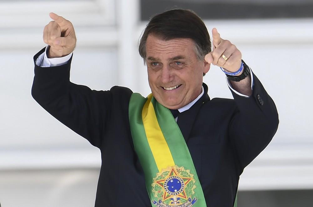 000 1bx3ot - Bolsonaro assina decreto que fixa salário mínimo em R$ 998 em 2019