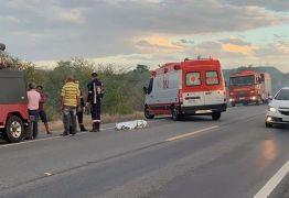 Homem se assusta com fumaça e morre após pular de caminhonete na BR-230