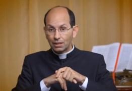 Bolsonaro divulga vídeo de padre defensor do armamento. 'Cristão não é pacifista', diz religioso