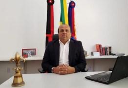 Na contra mão do Governo Federal, prefeito paraibano anuncia salário de R$ 1.016,00 para servidores municipais