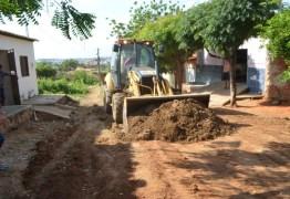 Prefeito em exercício autoriza início de pavimentação em ruas de Cajazeiras