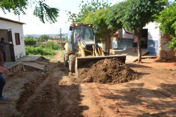 Solenidade8 - Prefeito em exercício autoriza início de pavimentação em ruas de Cajazeiras
