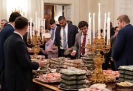 Sem funcionários pela paralisação, Trump compra hambúrgueres para evento