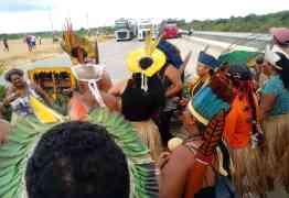 Índios fecham BR-101 contra saída da Funai do Ministério da Justiça – VEJA VÍDEO