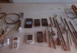 Operação pente fino recolhe celulares, facas e pen drive em presídio de Patos
