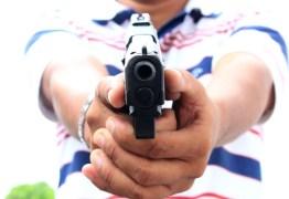Suspeito é morto a tiros enquanto tentava assaltar mercadinho, em João Pessoa