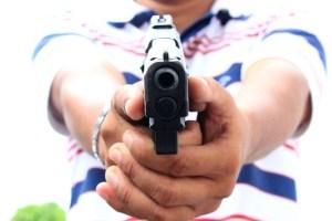 arma de fogo 300x200 - Suspeito é morto a tiros enquanto tentava assaltar mercadinho, em João Pessoa