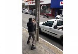 Homem faz assalto com reféns em farmácia de Campina Grande: VEJA VÍDEO