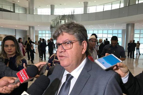 """azevedo entrevista boa 570x380 - """"Vamos continuar com o mesmo foco dos últimos anos"""" assegura João Azevêdo sobre pagamento de precatórios"""