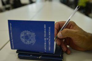 carteira de trabalho 300x200 - Sine: João Pessoa oferta 60 vagas de emprego a partir desta segunda