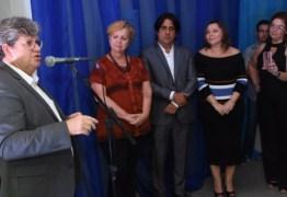 João Azevêdo comemora 82 anos da Rádio Tabajara e anuncia retorno do programa 'Fala, governador' – VEJA VÍDEO